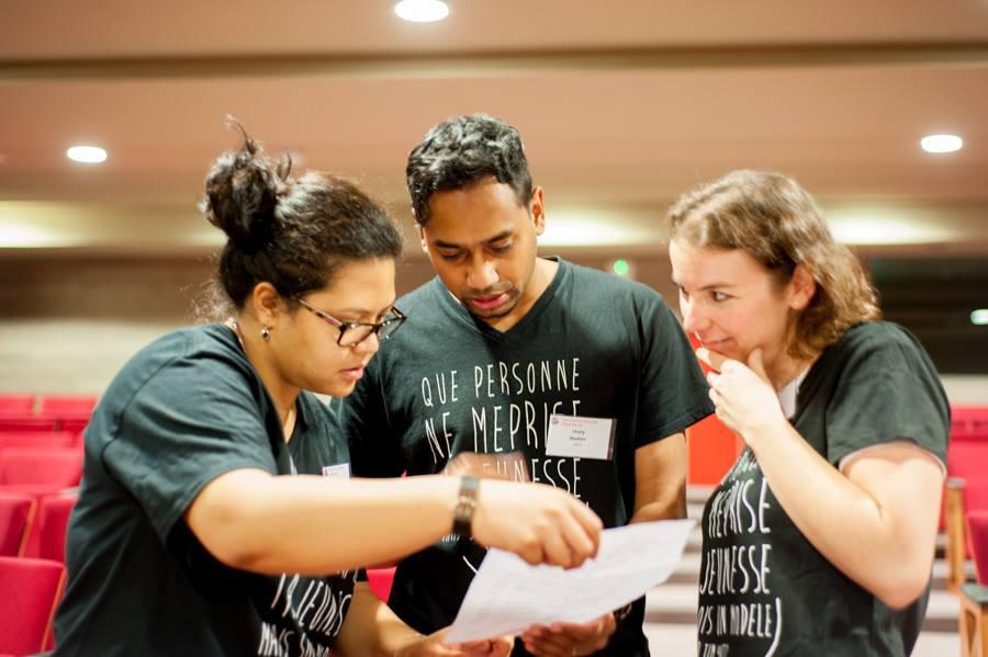 des conversations avec des jeunes leaders